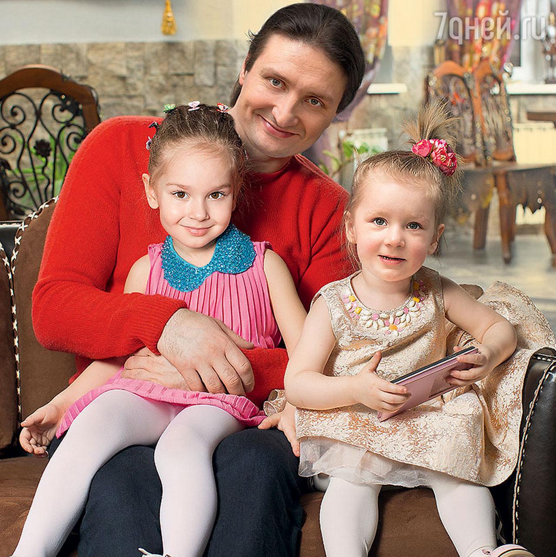 братья запашные с детьми фото выполнено бежевого